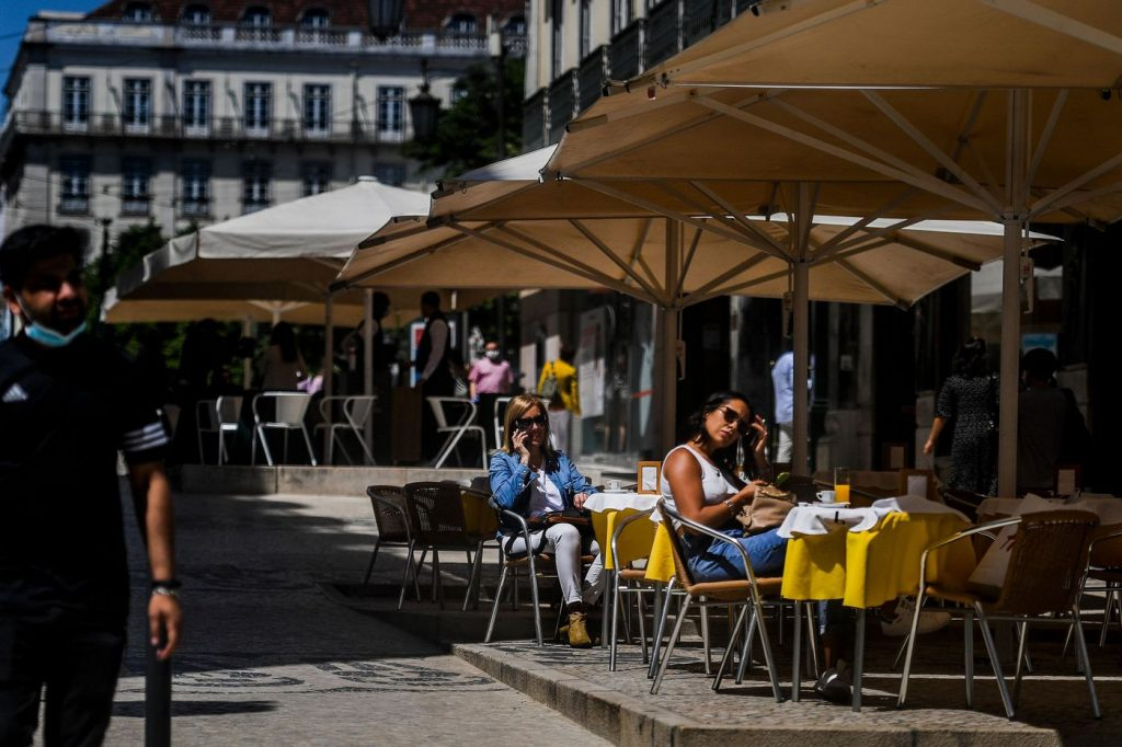 covid- 19 outdoor dining Lisbon